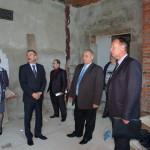 Леонид Яковлевич осмотрел физкультурно -оздоровительный комплекс, строительство которого заморожено.