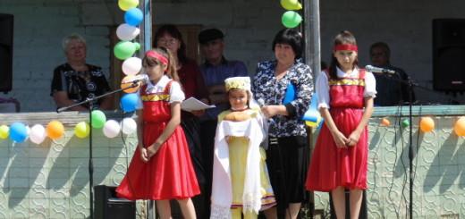 Зарина Абубакирова, Аделина Мамедова и Юля Шакирова встречают гостей