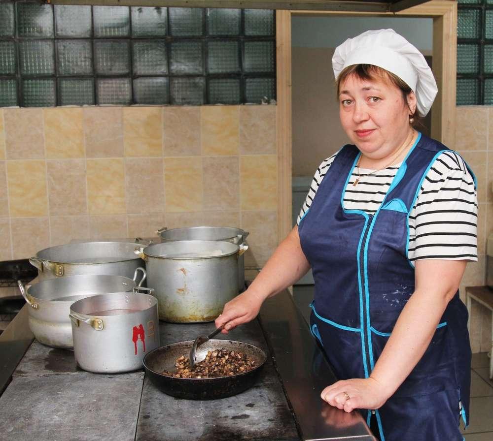 Повар Татьяна Крапивина